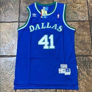 Dirk Nowitzki - Dallas Mavericks Throwback Jersey
